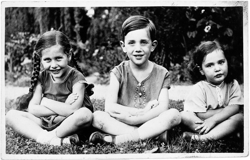 Eva Frankfurther with her sister Beate and brother Felix